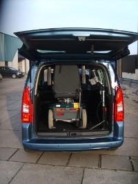 Zwaarder hulpmiddel moeiteloos in auto tillen
